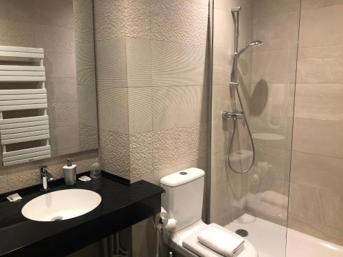 A bathroom at Hotel du Dragon