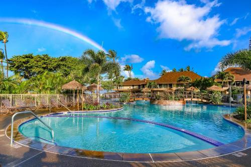 Der Swimmingpool an oder in der Nähe von Aston Maui Kaanapali Villas