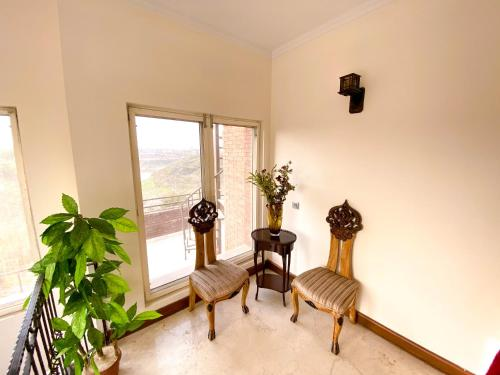 A seating area at Woodpecker Service Apartment