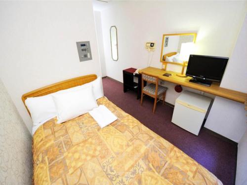 A bed or beds in a room at Hotel Royal Garden Kisarazu