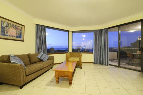 A seating area at Ocean Views - Airlie Beach