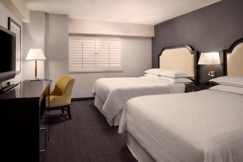 A bed or beds in a room at Sheraton on the Falls