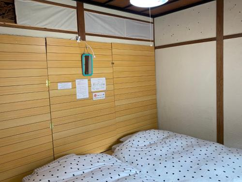 A bed or beds in a room at Guest House YAMASHITA-YA