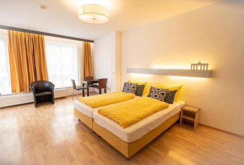 Ein Bett oder Betten in einem Zimmer der Unterkunft Ford Apartment