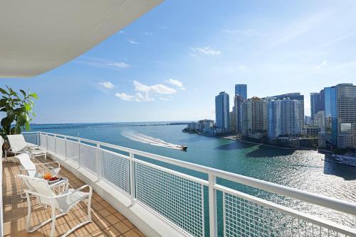 A balcony or terrace at Mandarin Oriental Miami