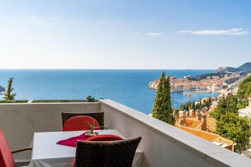 A balcony or terrace at Sea View Apartments
