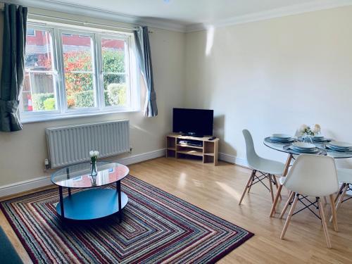 Sarah Apartments close to Windsor , Eton and Heathrow