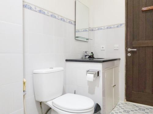 A bathroom at Bali Paradise Apartments