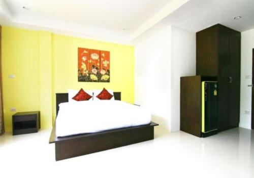 A bed or beds in a room at Nicha Residence