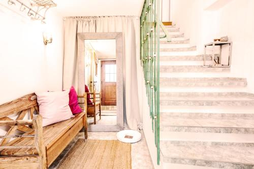 Ein Badezimmer in der Unterkunft Suns, Villa Riva, Detached Villa, 1000 qm garden, mountain and river view, BBQ&bikes&sunbeds for free