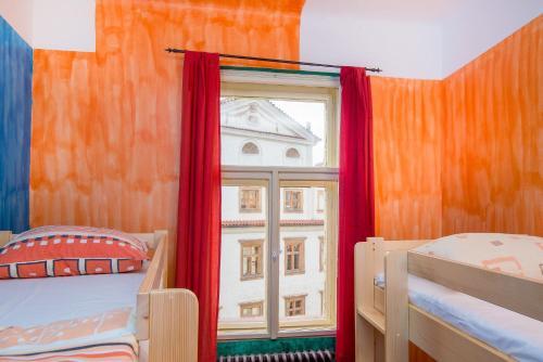 Кровать или кровати в номере Best Spot Hostel