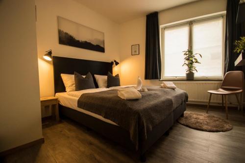 Een bed of bedden in een kamer bij Le Bistro