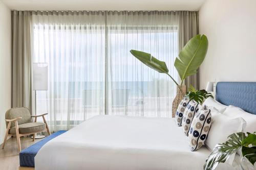 A bed or beds in a room at ME Sitges Terramar