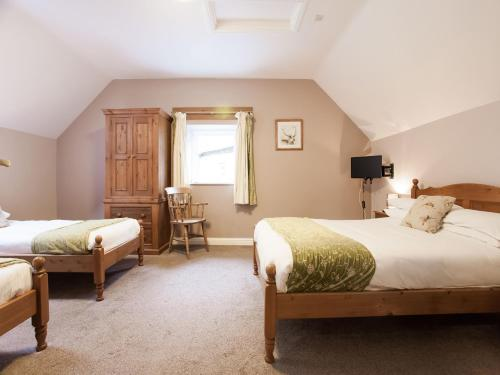 A bed or beds in a room at OYO Ladybower Inn