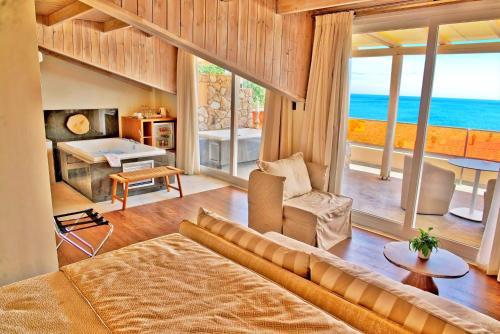 אזור ישיבה ב-Litohoro Olympus Resort Villas & Spa