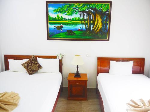 A bed or beds in a room at Thao Nguyen Homestay