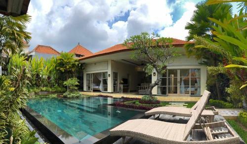 The swimming pool at or near Villa Rumah Lumbung