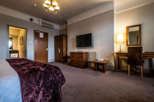 A television and/or entertainment center at Bridge Hotel
