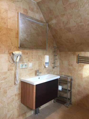 A bathroom at Ski-Let Hotel