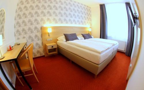 Postel nebo postele na pokoji v ubytování Hotel Flora