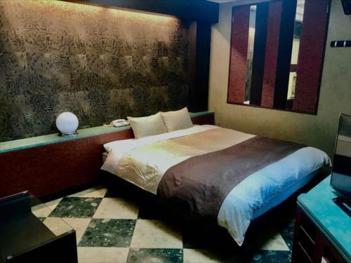 ホテルフェスタ(大人専用)にあるベッド