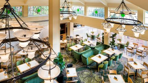 A restaurant or other place to eat at InterContinental Sanctuary Cove Resort