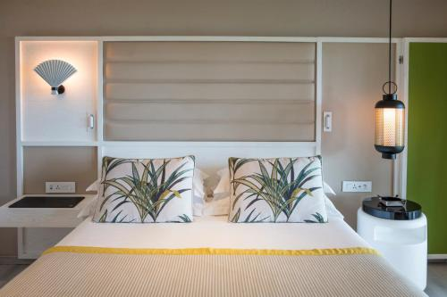 Кровать или кровати в номере Constance Belle Mare Plage