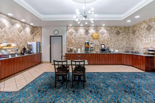 A restaurant or other place to eat at La Quinta by Wyndham Denver Gateway Park