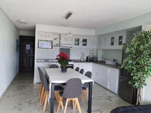 Una cocina o zona de cocina en MARLIN TURQUESA RENTAS VACACIONALEs