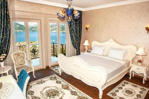 Letto o letti in una camera di Swan Lake Hotel - Adult Only