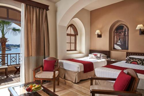A bed or beds in a room at Hotel Sultan Bey Resort