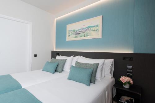 Een bed of bedden in een kamer bij Aparthotel Atenea Barcelona