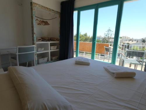 A bed or beds in a room at Utopia Beach House