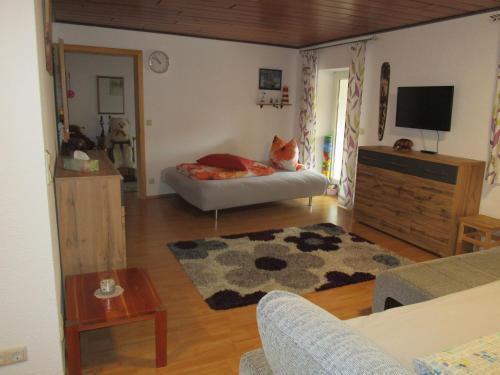 Ein Bett oder Betten in einem Zimmer der Unterkunft Ferienwohnung Sabine