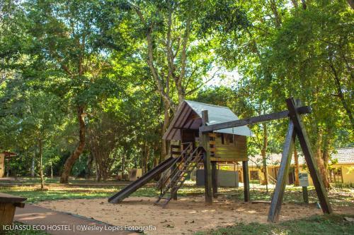 Zona de juegos infantil en Iguassu Eco Hostel - IguassuEcoHostel - Eco Suítes