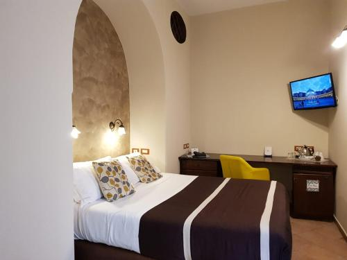 A bed or beds in a room at Hotel Il Convento