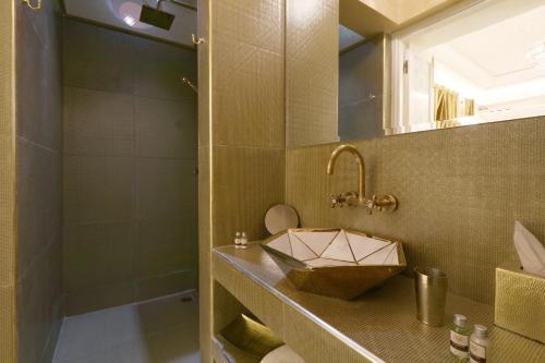 A bathroom at Riad Andalla Spa