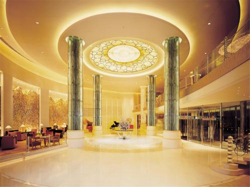 The lobby or reception area at The Kunlun Beijing