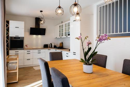 Kuchnia lub aneks kuchenny w obiekcie Apartamenty Wczasowa