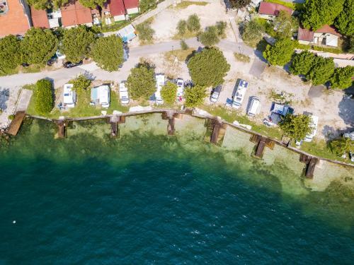 Blick auf Campeggio Garda aus der Vogelperspektive