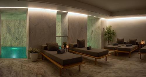 A seating area at Lisboa Pessoa Hotel