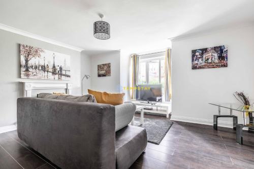 2 BED Modern Home, walk 2 station-close 2 Heathrow