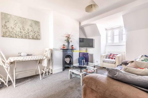 2 BED in the heart of ROYAL WINDSOR centre!
