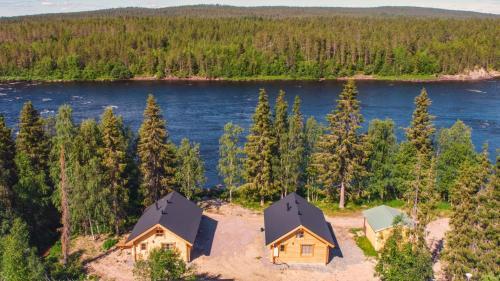Ett flygfoto av Harriniva Cottages