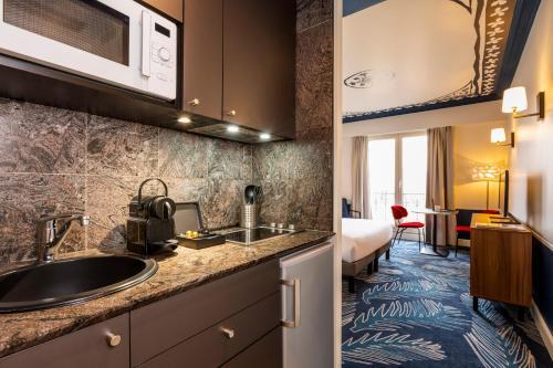 Kuchnia lub aneks kuchenny w obiekcie Aparthotel Adagio Paris Haussmann