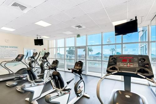 The fitness centre and/or fitness facilities at Majestic Sun