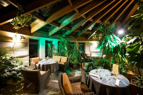 Restauracja lub miejsce do jedzenia w obiekcie Hotel Korona Park Klewinowo