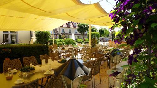 Ein Restaurant oder anderes Speiselokal in der Unterkunft Drahthammer Schlößl