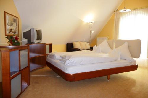 Ein Bett oder Betten in einem Zimmer der Unterkunft Hotel Bachwiesen
