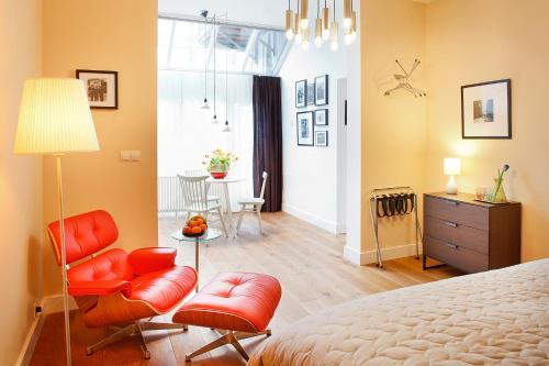 Uma área de estar em Blue Tulip Amsterdam